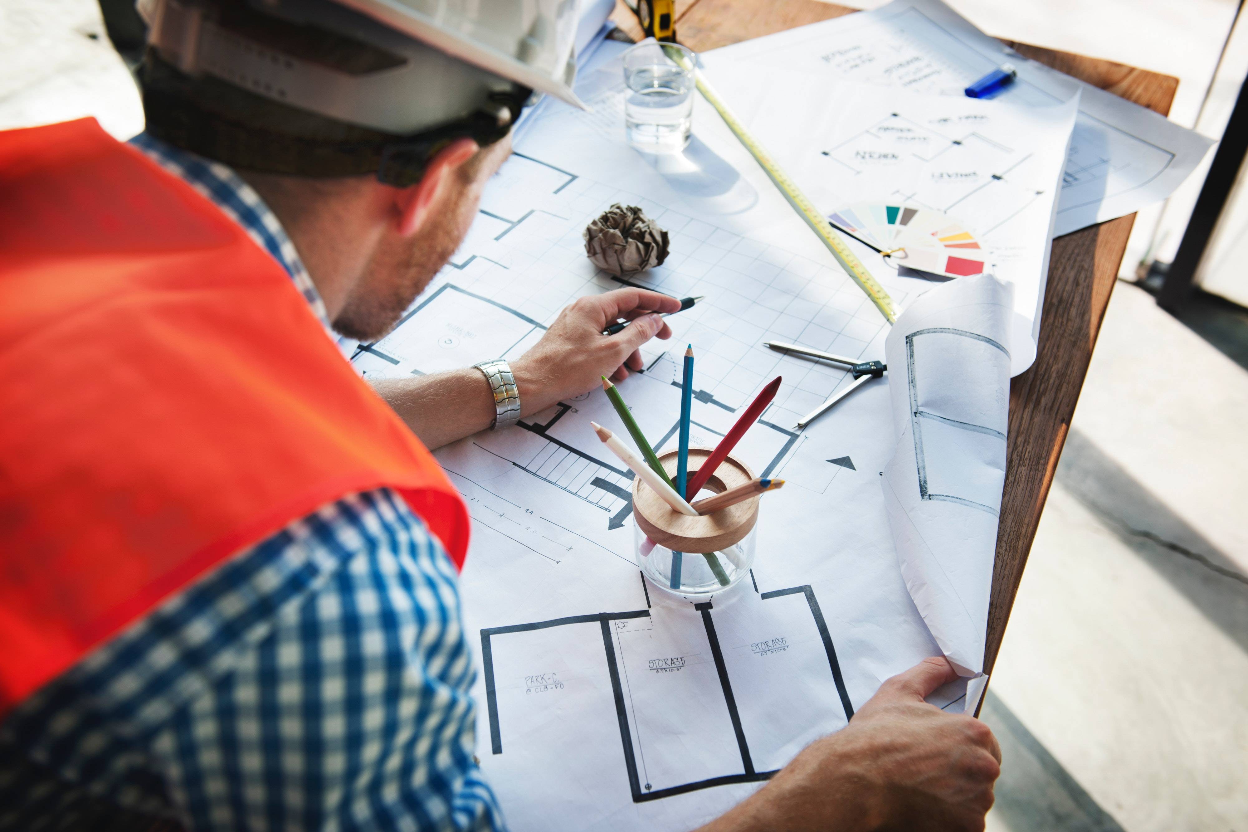 Study construction courses with access to excellent facilities like our design studio with computer aided design.  Learn project management, be a building surveyor and more.